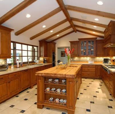 Diseño de isla de cocina con estantes para vajilla