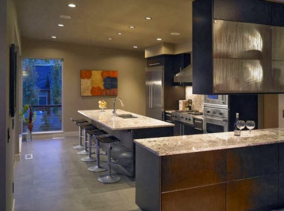 Isla de cocina cubierta con tablero de granito