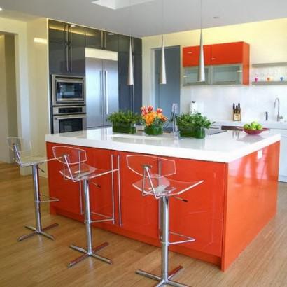 Moderna cocina e isla color anaranjado