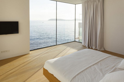 Dormitorio de casa de playa con vista al mar