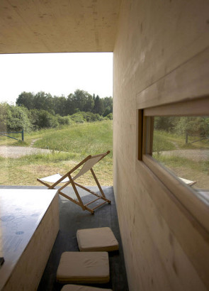 Interior de casa construida en paja