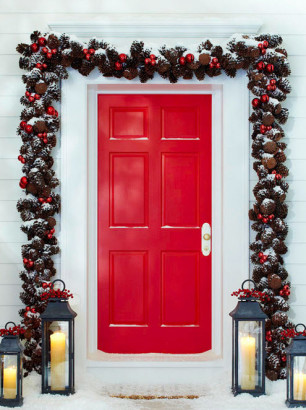 Puerta decorada por navidad