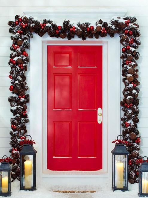 Decoraci n de navidad en fachadas de casas construye hogar for Arreglo para puertas de navidad