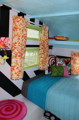 Diseño de pequeño dormitorio de casa rodante 2