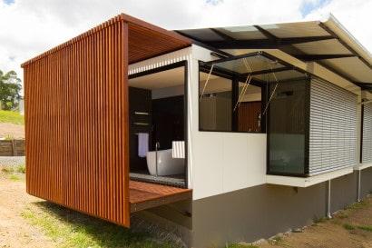 Detalle arquitectónico de la casa en terreno largo