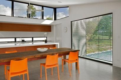 Diseño de cocina comedor en casa angosta