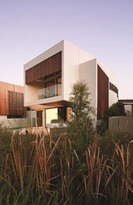 Moderna casa de dos pisos de concreto vista posterior