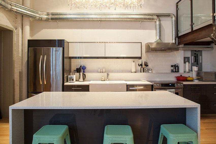decoracion interiores departamentos rusticos:La cocina es minimalista y como no podía ser de otra forma en este
