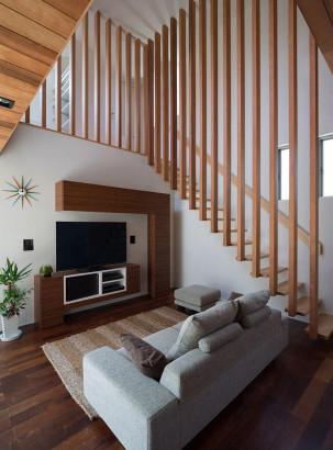 Diseño de la sala y escalera de madera