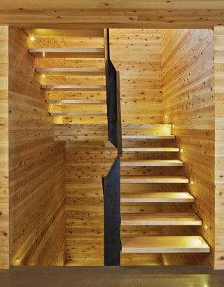 Diseño de moderna escalera de madera 2