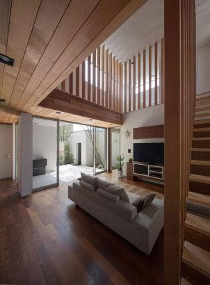Diseño de sala con interior de madera