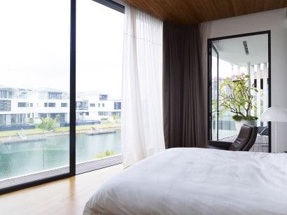 Diseño del dormitorio con vista al mar
