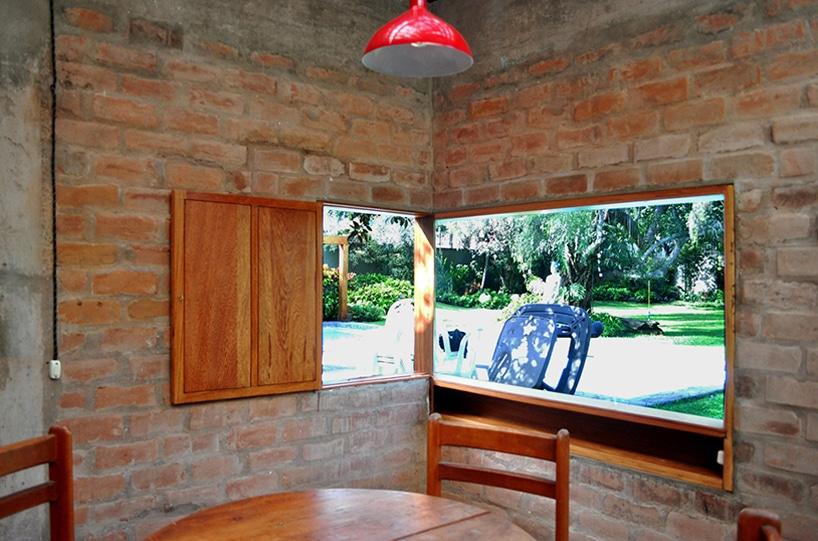 Dise o de casa r stica fachada y dise o de interiores for Casa moderna y rustica