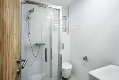 Diseño de cuarto de baño blanco 2
