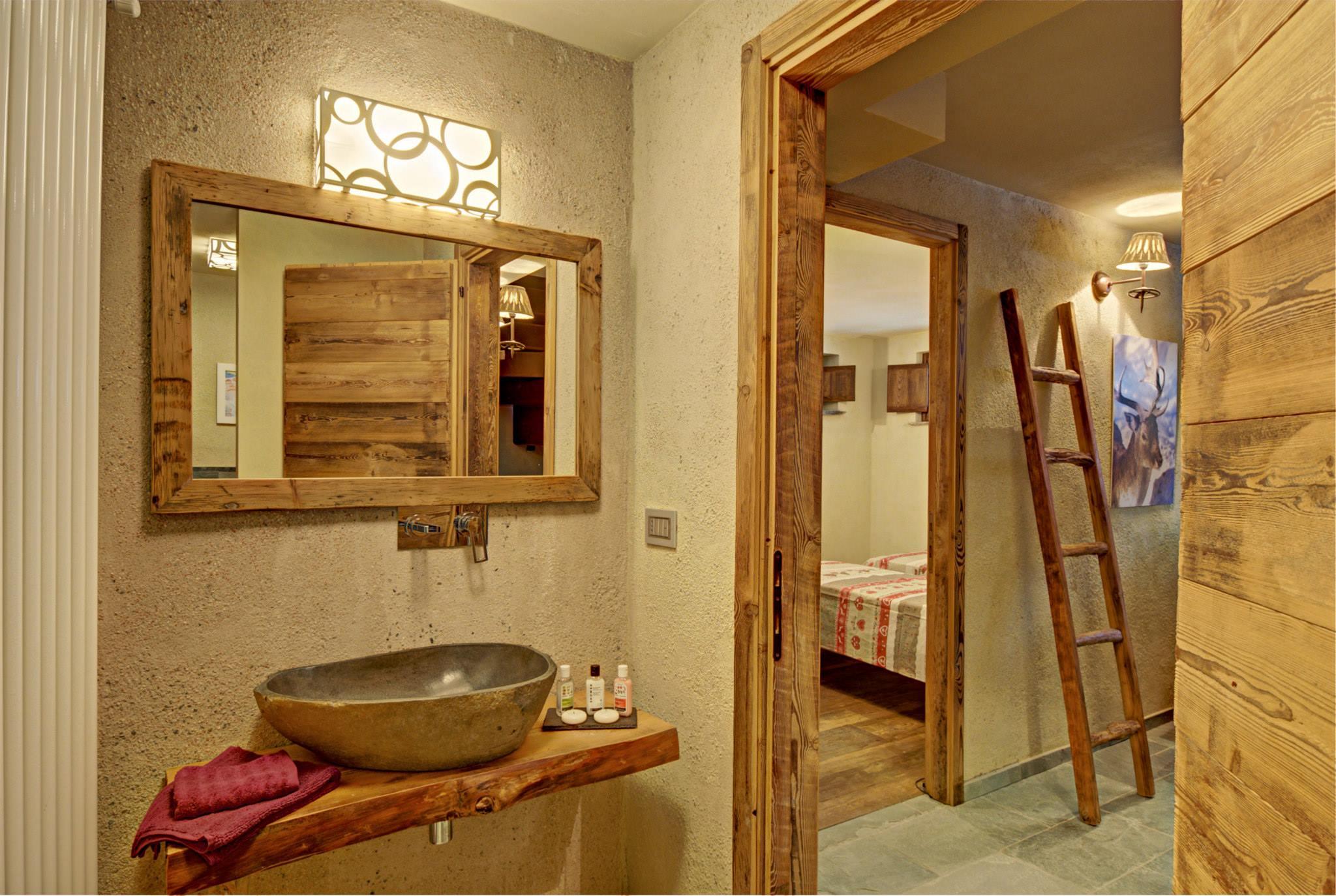 Dise o de interiores r stico uso de madera y piedra - Cuarto bano rustico ...