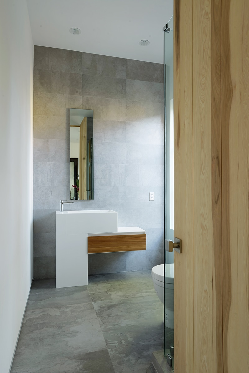 dise o de casa moderna de dos pisos fachada e interiores construye hogar. Black Bedroom Furniture Sets. Home Design Ideas