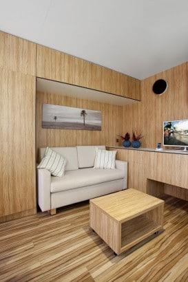 Diseño de sala pequeña de madera