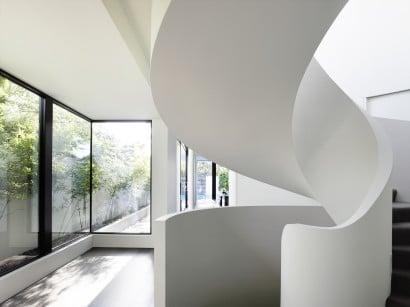 Diseño de moderna escalera ovalada de concreto