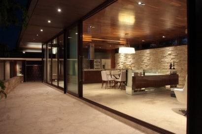 Diseño de sala y terraza de piedra