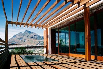 Diseño de terraza con varillas de madera