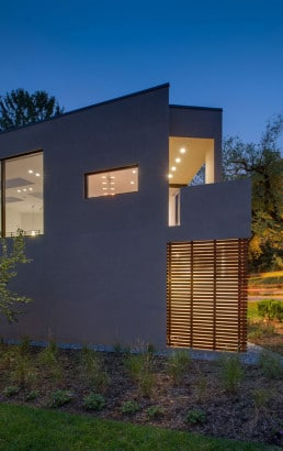 Fachada de casa moderna terreno triangulo