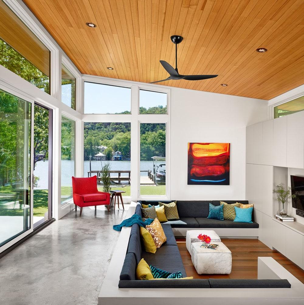 Dise o de casa de un piso con fachada en piedra y madera for Living room design 70s