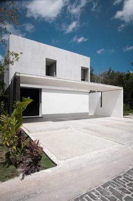 Fachada de casa minimalista de dos pisos