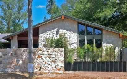 Fachada de piedra casa rural