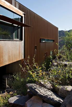 Fachada moderna de casa de dos pisos 6