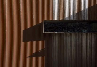 Fachada moderna de casa de dos pisos 7