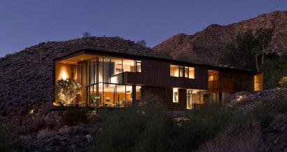 Fachada moderna de casa dos pisos