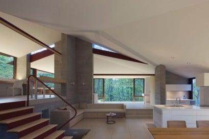 Vista de la sala de casa de campo de concreto