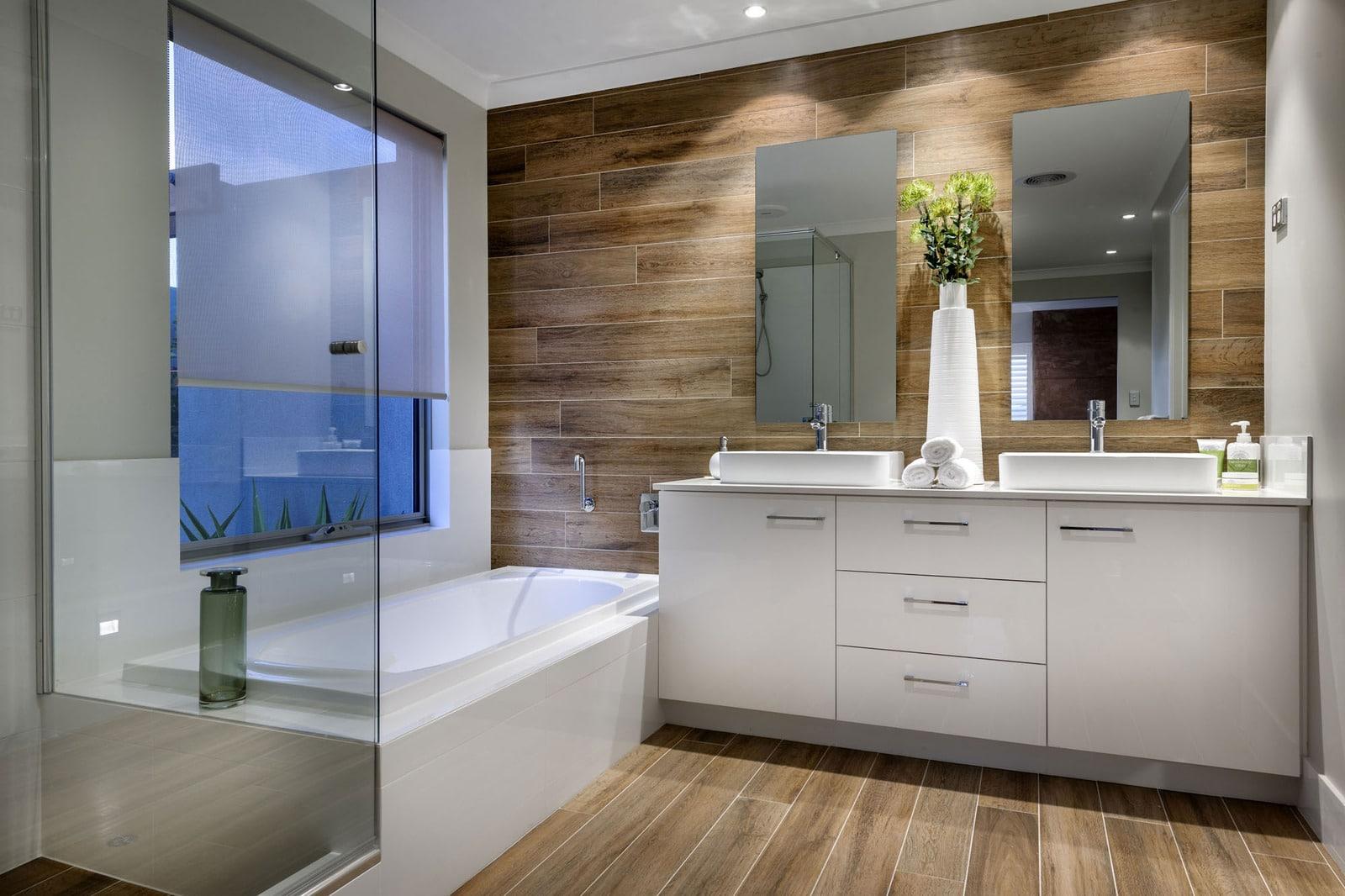 Baño Minimalista Rojo:Rustic Wood Bathroom Wall Tile