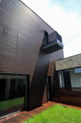 Diseño de pared de madera en casa moderna