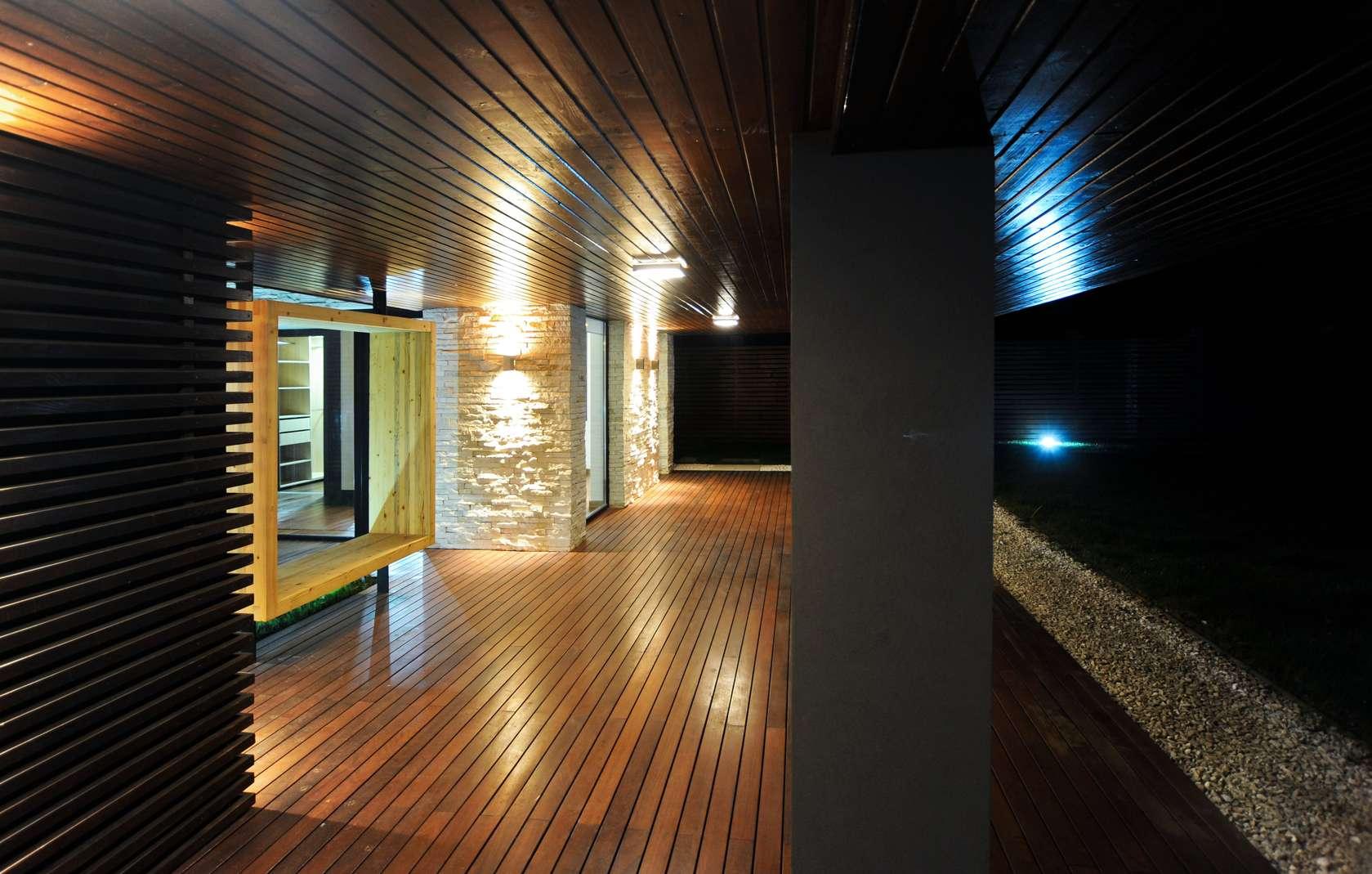 Dise o de pasadizo de madera construye hogar for Construye hogar