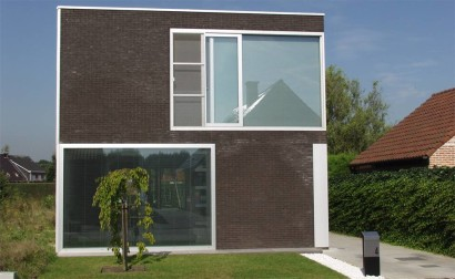 Fachada de casa de dos pisos sencilla
