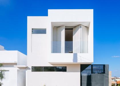Terrenos peque os construye hogar for Fachadas para departamentos pequenos