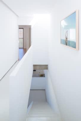 Pasadizo de la casa sencilla de dos pisos