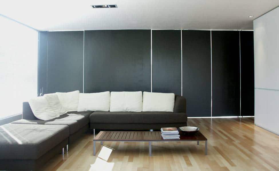 Interiores De Casas De Madera #3: Sala-de-color-blanco-y-negro.jpg