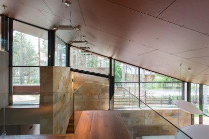 Vista de techo inclinado en interiores