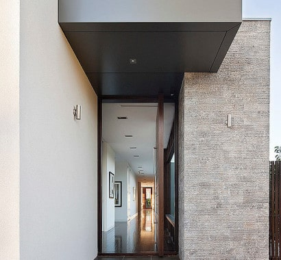 Diseño de acceso  principal a casa moderna