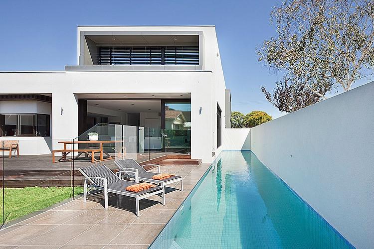 Dise o de casa moderna en esquina fachada e interiores construye hogar - Casa con piscina ...