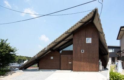 Diseño de casa con techos a dos aguas