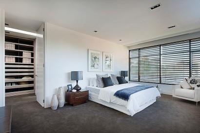 Diseño de dormitorio con walk in closet