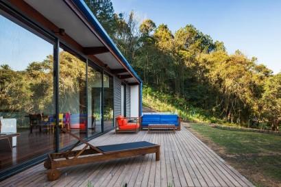 Terraza de pequeña casa de campo