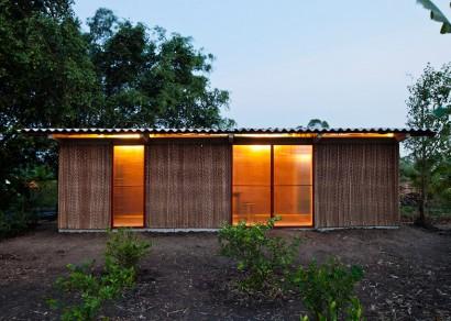 Diseño de casa pequeña iluminada por la noche