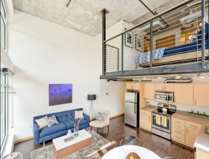 Diseño de departamento pequeño con dormitorio en mezzanine