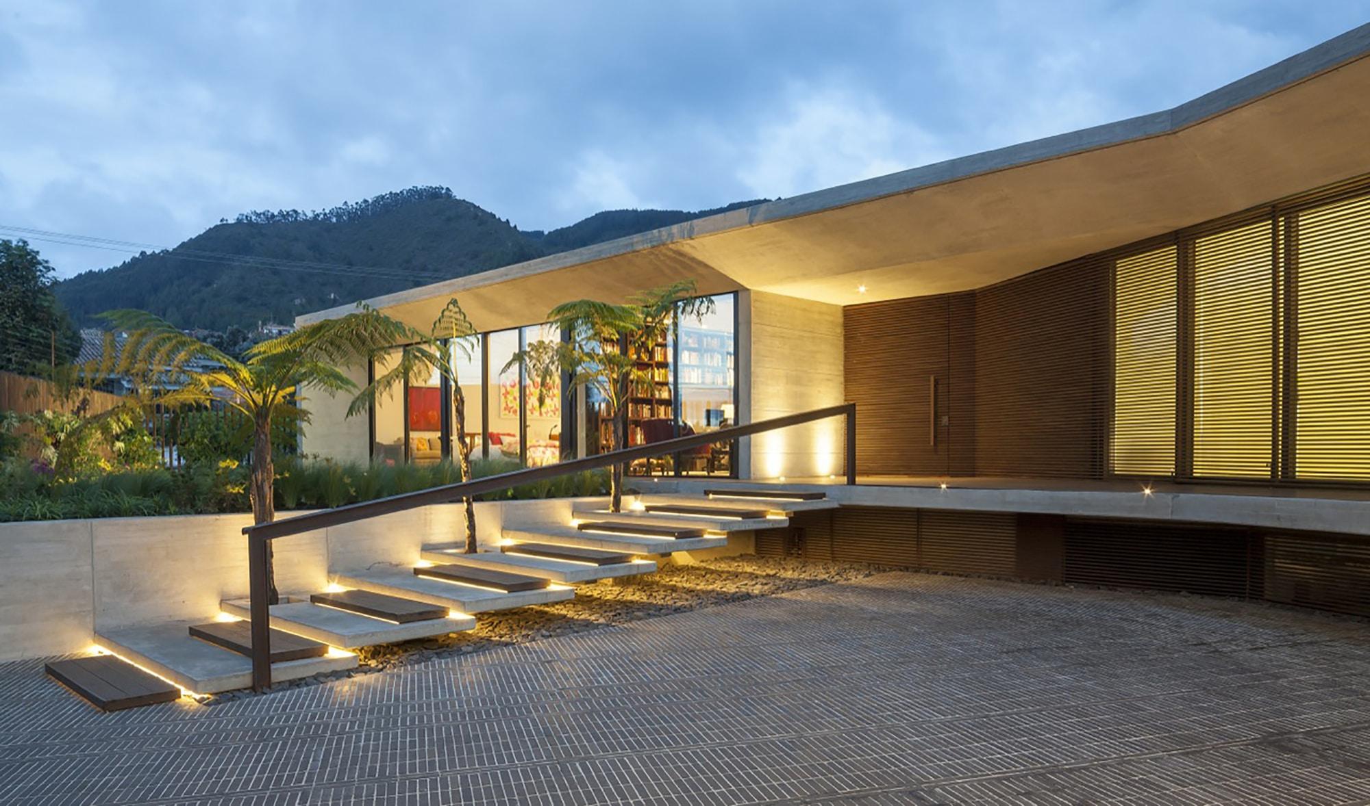 Dise o de ingreso principal de fachada de casa de un piso for Ingreso casas modernas
