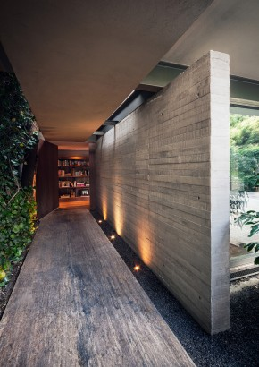 Diseño de pasadizo a casa cuadrada