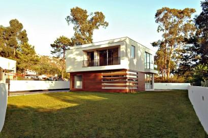 Fachada de casa moderna cuadrada